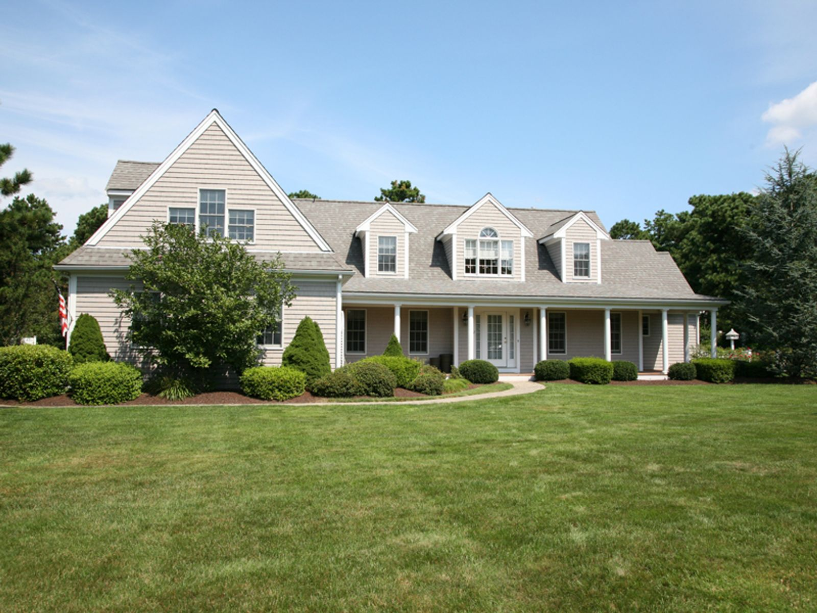 Custom Built Contemporary Cape, Mashpee MA Single Family Home - Cape Cod Real Estate