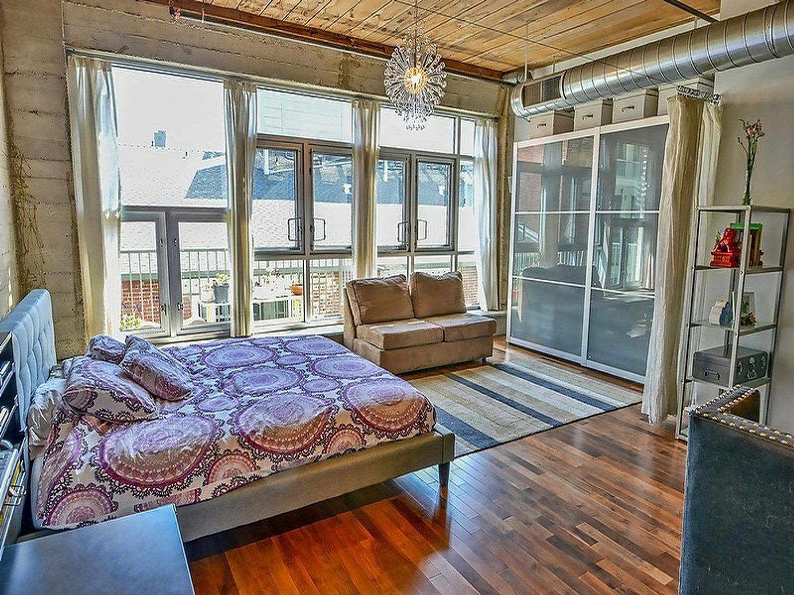Luxury Loft with Balcony, High Ceilings