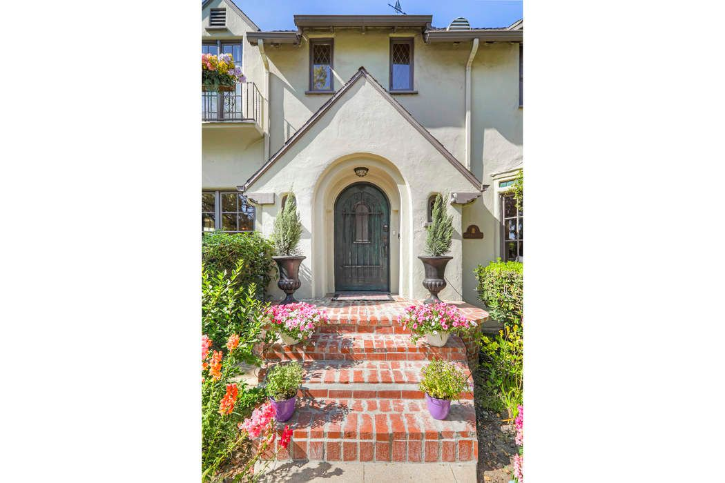 3473 Rowena Avenue Los Angeles, CA 90027