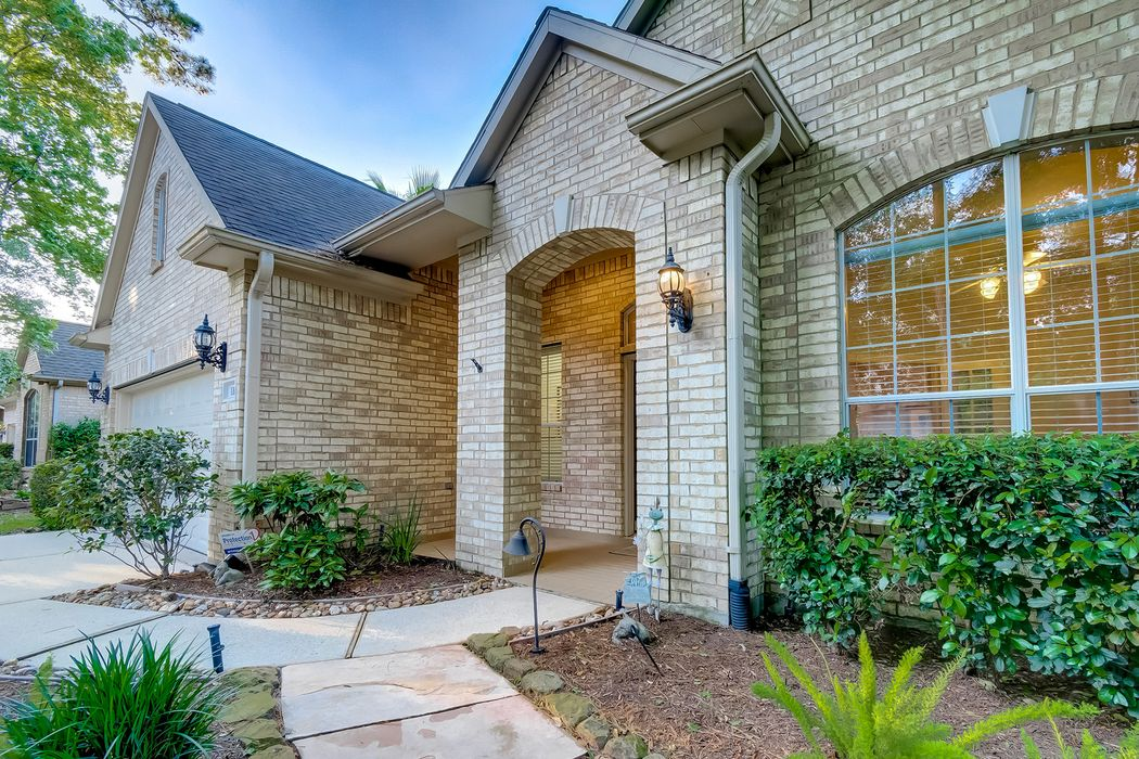 110 E Northcastle Circle Conroe, TX 77384