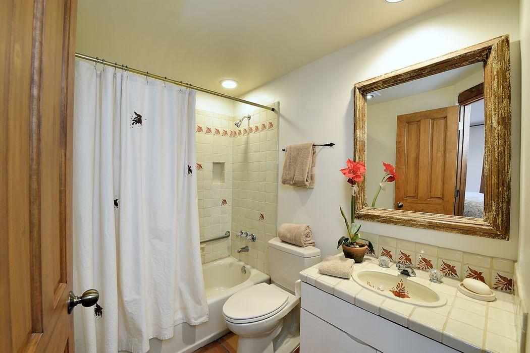 701 Calle Del Resplandor Santa Fe, NM 87505