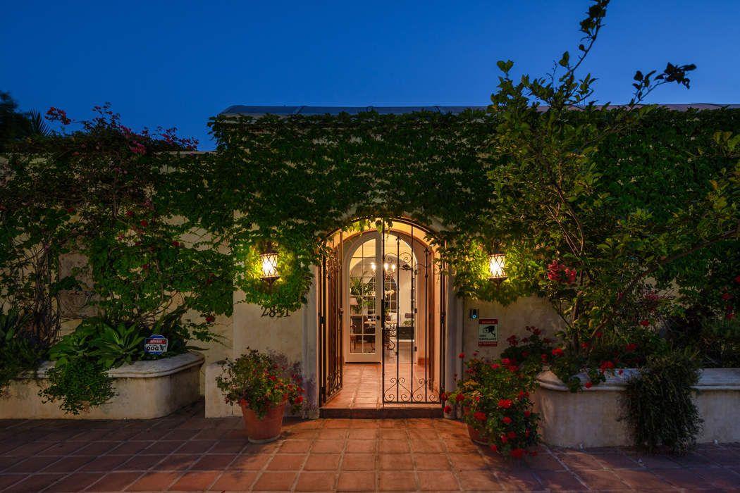 2851 La Castana Drive Los Angeles, CA 90046