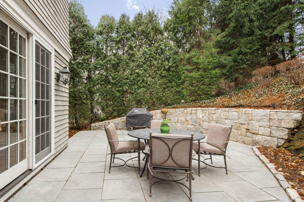 44 Orchard Drive Greenwich, CT 06830