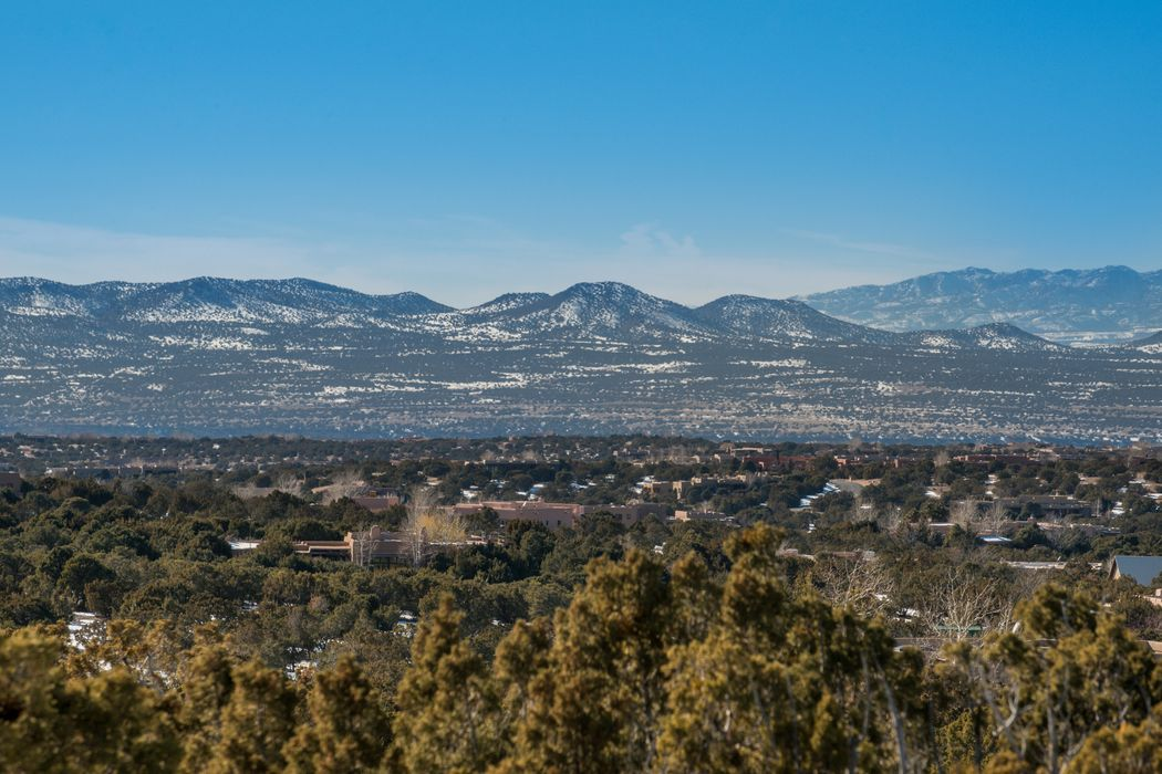 8 Sundance Court Santa Fe, NM 87506