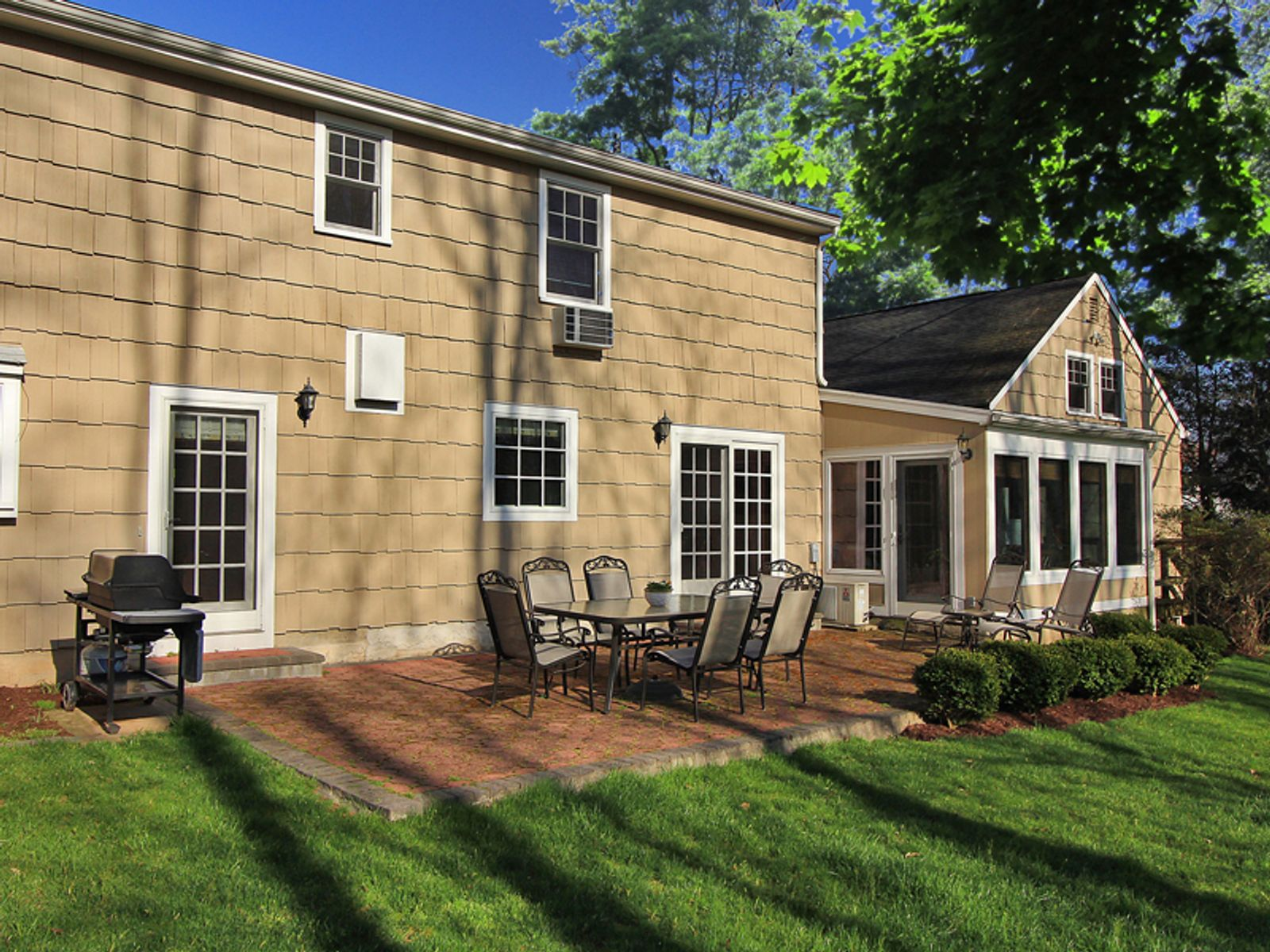 Renovated Colonial on Cul-de-Sac