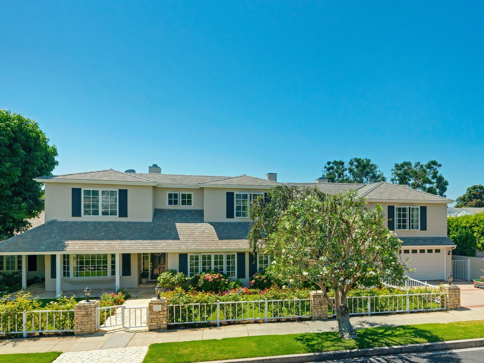 Classic Huntington Traditional, Pacific Palisades CA Single Family Home - Los Angeles Real Estate