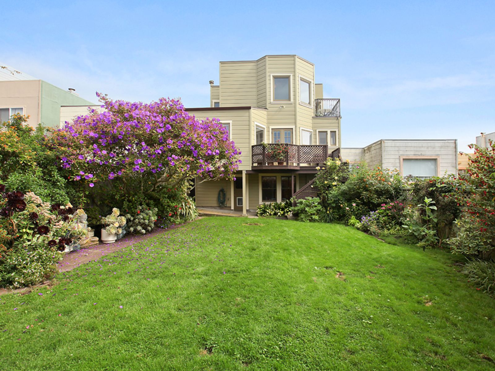 Grand Scale Home in Sutro Heights