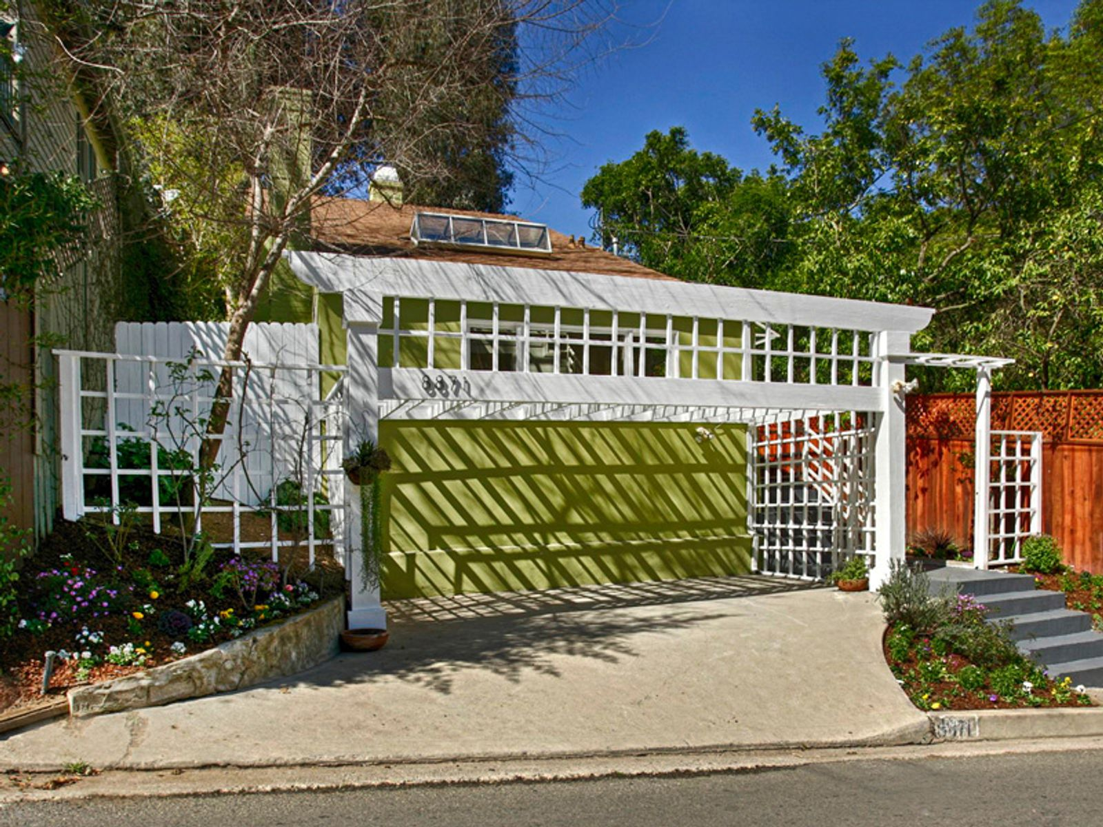 Classic 1965 Laurel Canyon, Los Angeles CA Single Family Home - Los Angeles Real Estate