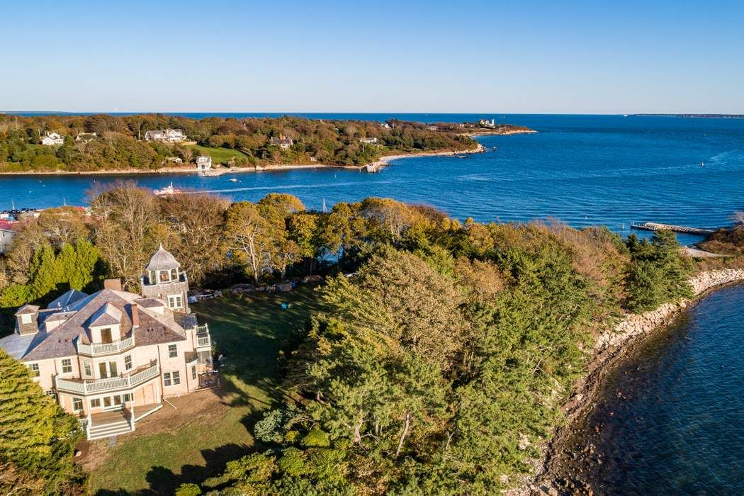 39 Juniper Point Road Woods Hole, MA 02543