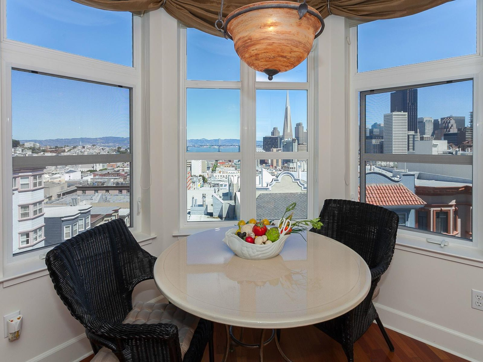 Top Floor Nob Hill View Condo