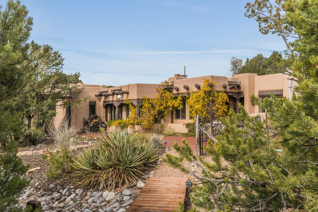 1304 Lejano Lane Santa Fe, NM 87501