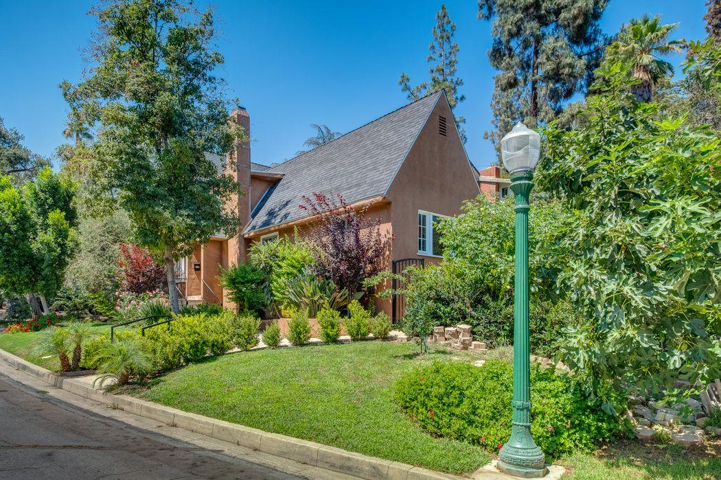 1431 Hillside Drive Glendale, CA 91208