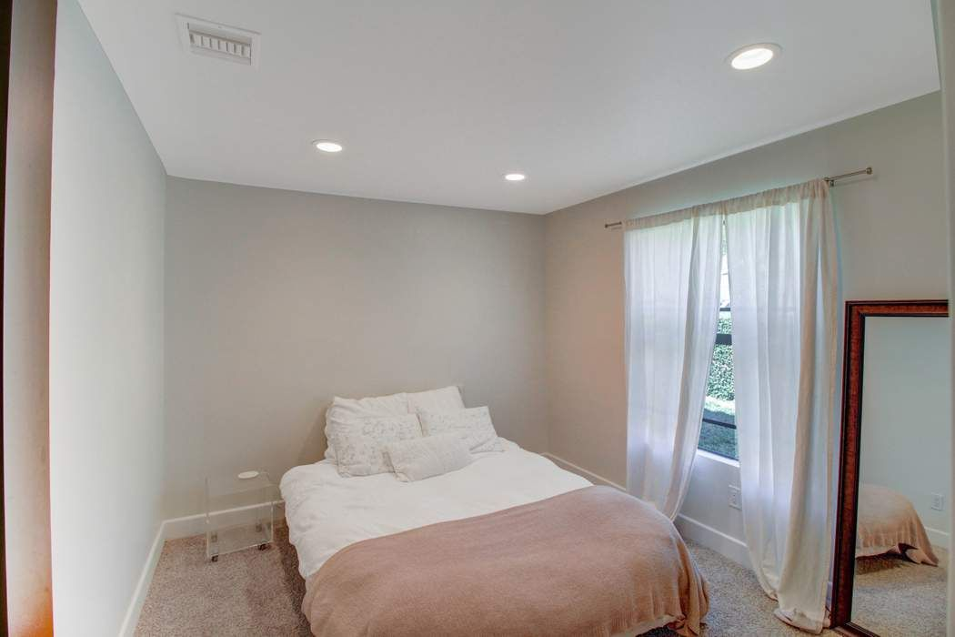 27305 Country Glen Road Agoura Hills, CA 91301