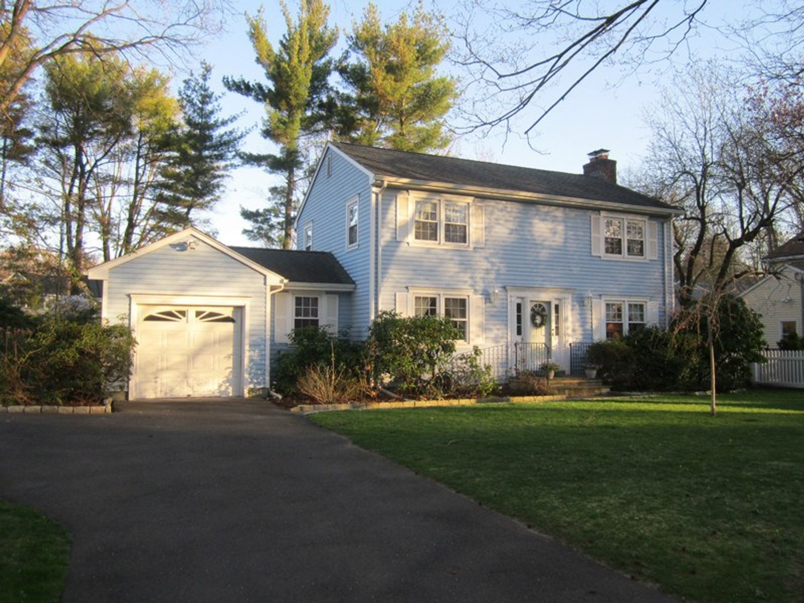 Pretty in Riverside, Riverside CT Single Family Home - Greenwich Real Estate