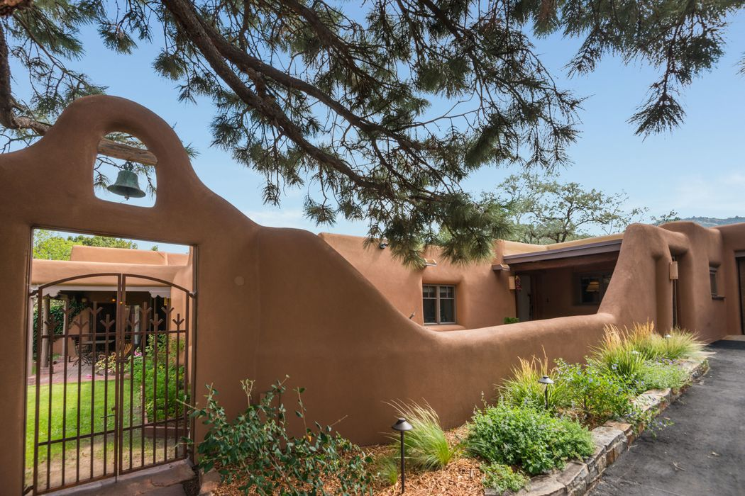 3900 Old Santa Fe Trail Santa Fe, NM 87505