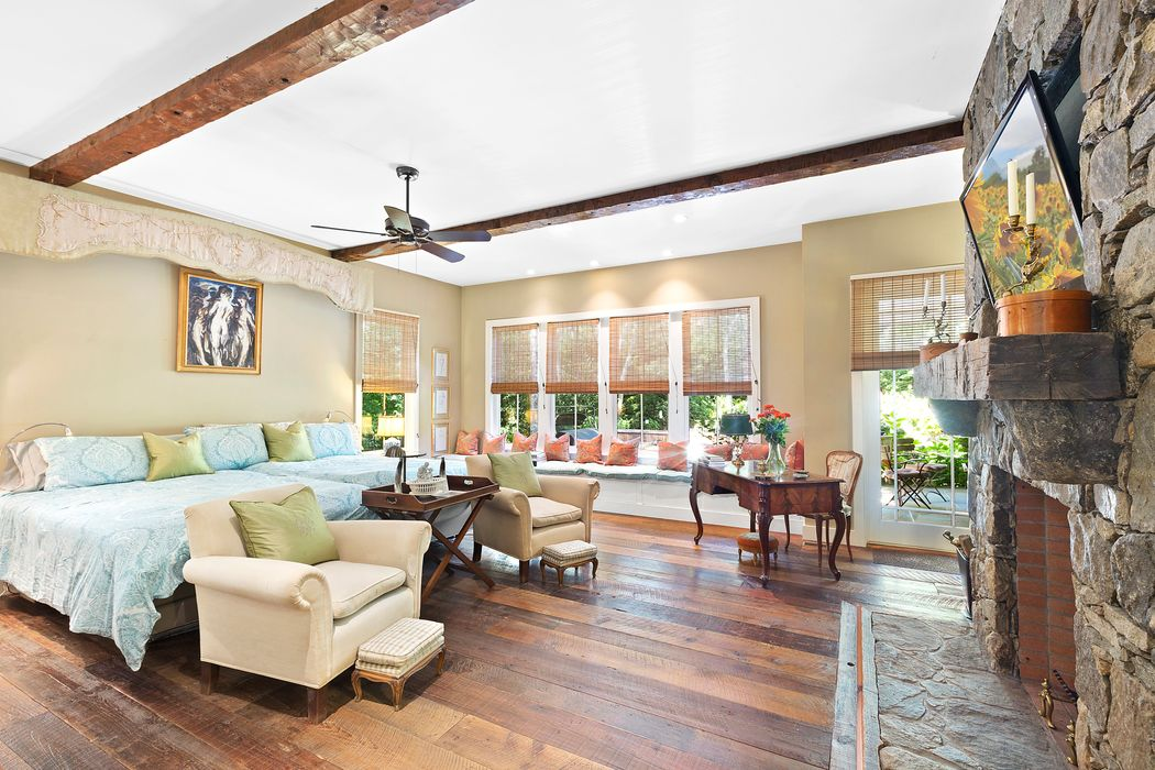 Sagaponack Gated Country Estate Sagaponack, NY 11962
