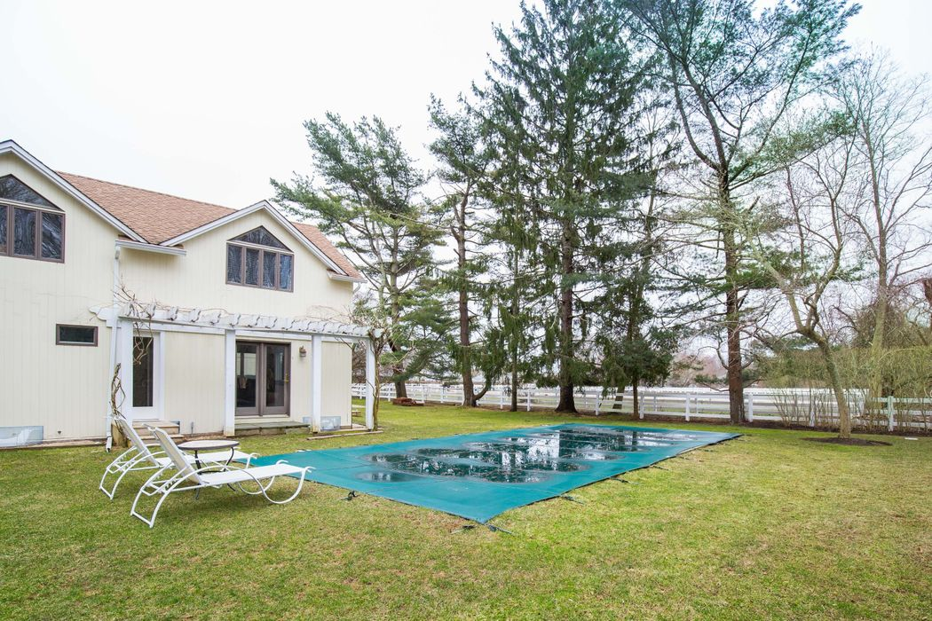185 Oakview Highway East Hampton, NY 11937