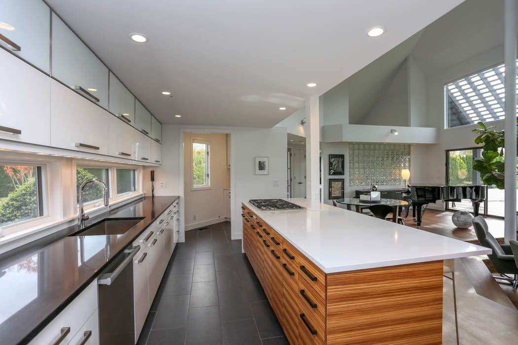 Renovated Stylish Contemporary Barn  Bridgehampton, NY 11932
