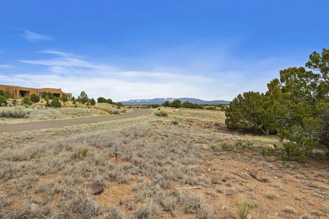 40 Calle Ventoso West Santa Fe, NM 87506