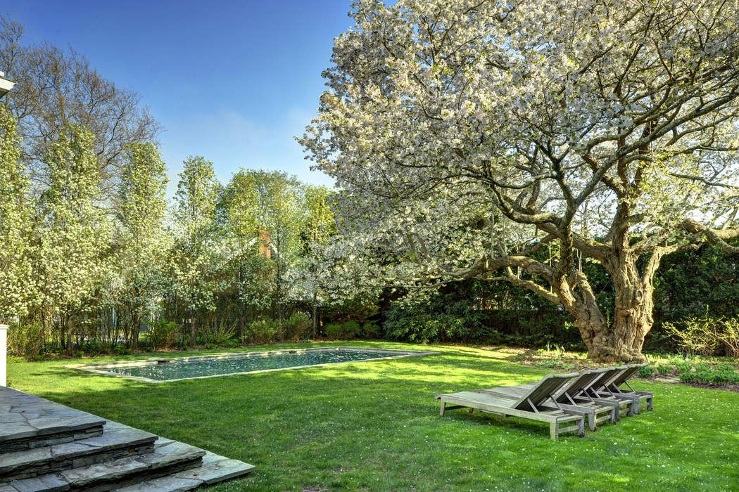 New Listing, Village South Traditional East Hampton, NY 11937