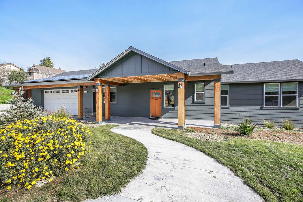Nearly new single level modern farmhouse