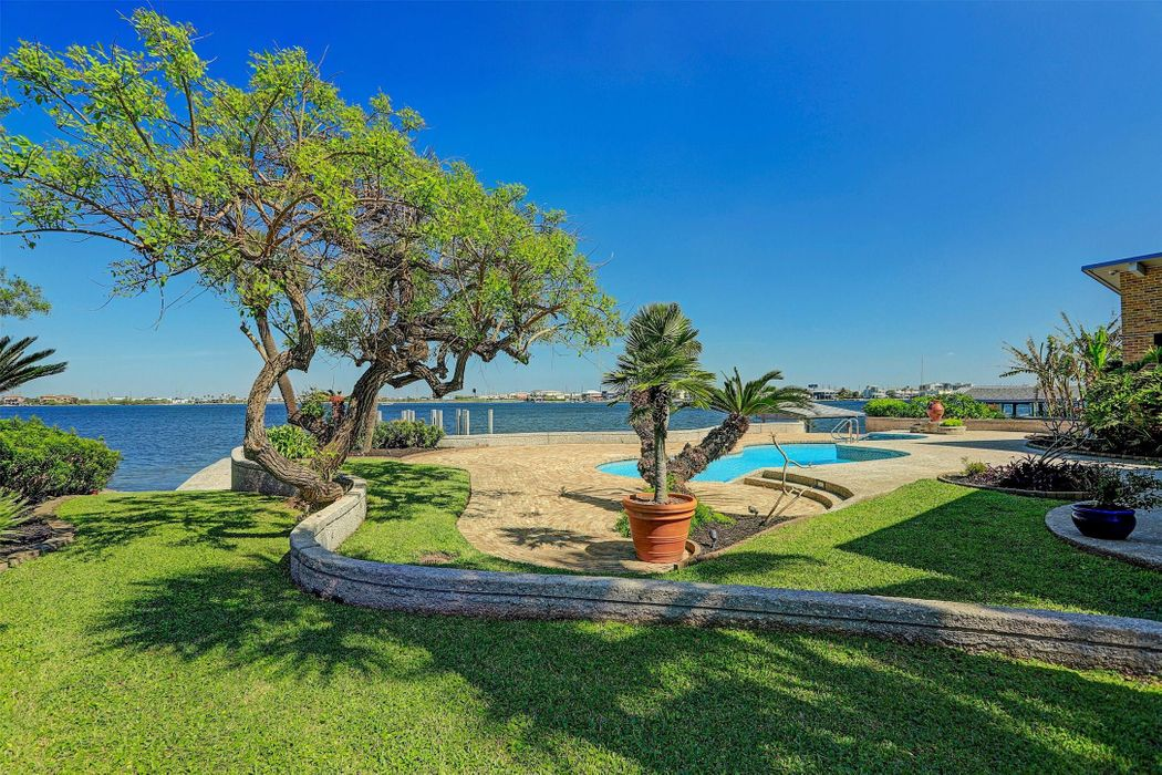 1504 Driftwood Lane Galveston, TX 77551