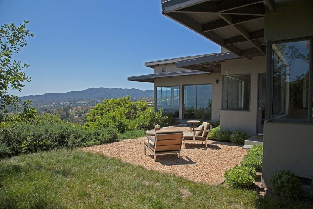 1017 Lindenwood Los Angeles, CA 90049