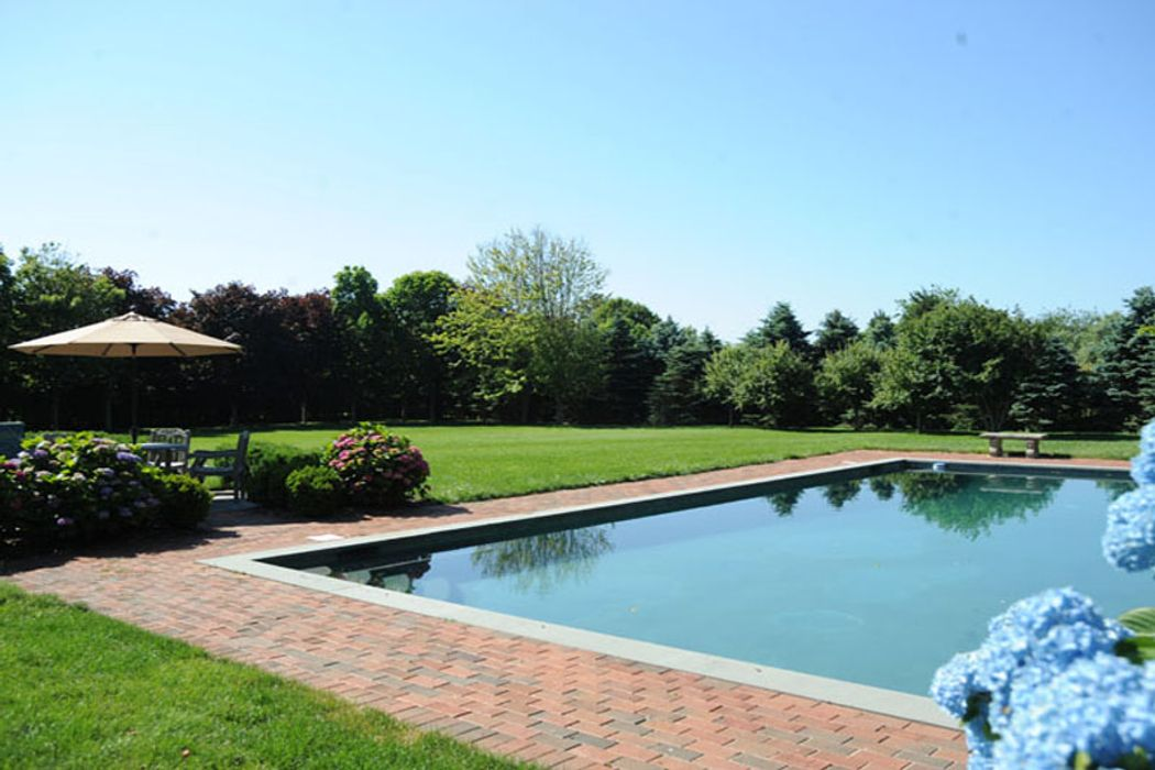 Bridgehampton South Quiet Cul De Sac Bridgehampton, NY 11932