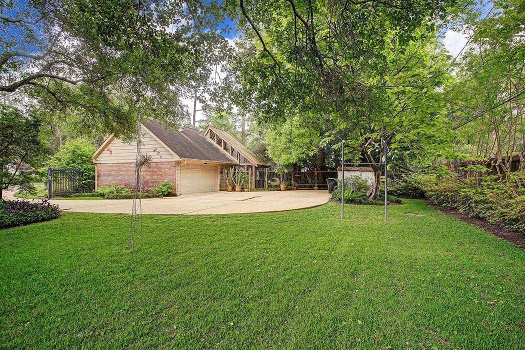 935 Deepwell Lane Houston, TX 77024