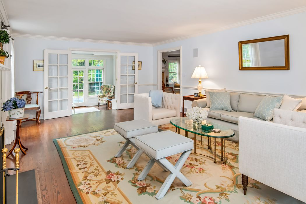 11 Red Coat Lane Greenwich, CT 06830