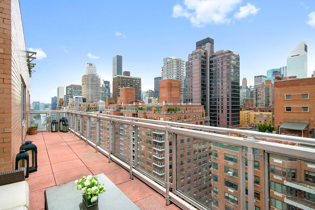 25 Sutton Place South New York, NY 10022