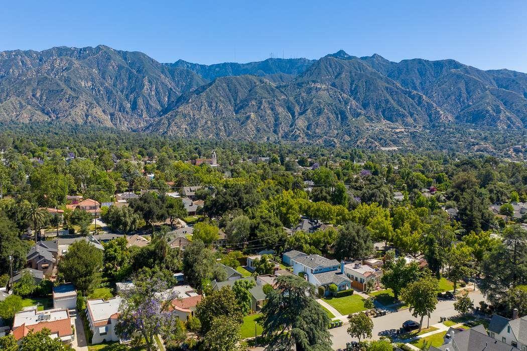 1937-1939 Queensberry Road Pasadena, CA 91104