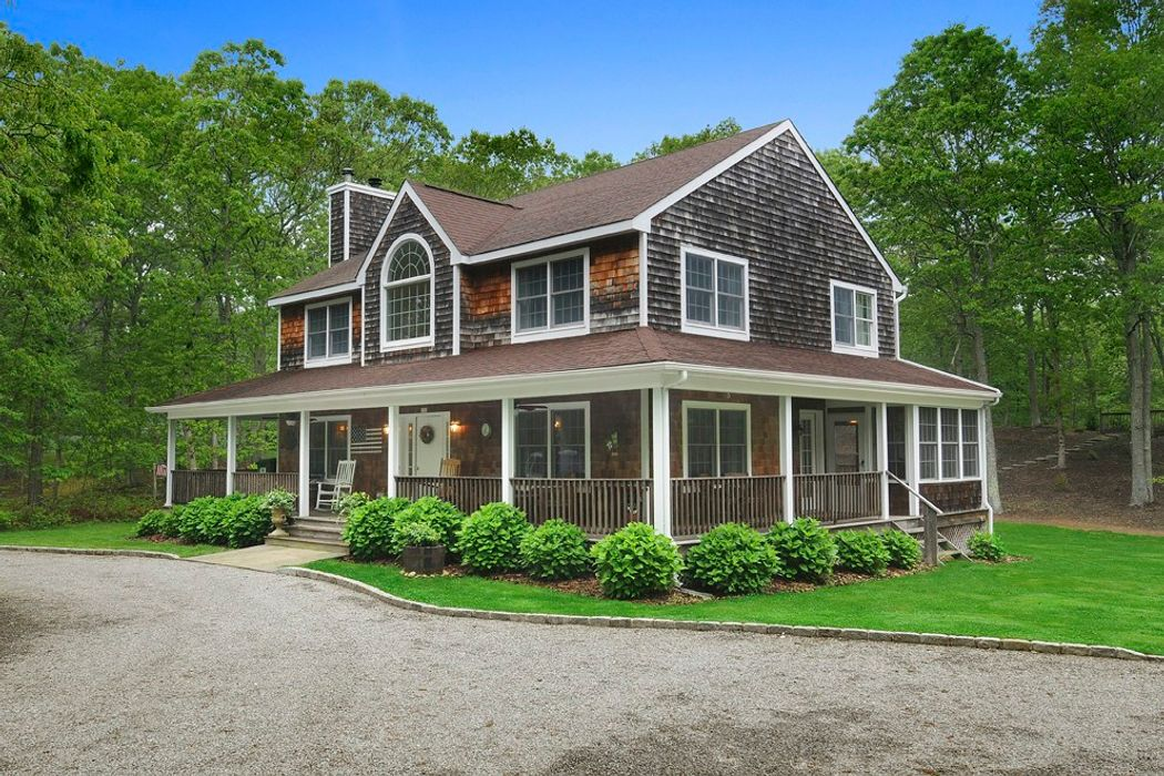 Picturesque Amagansett Traditional