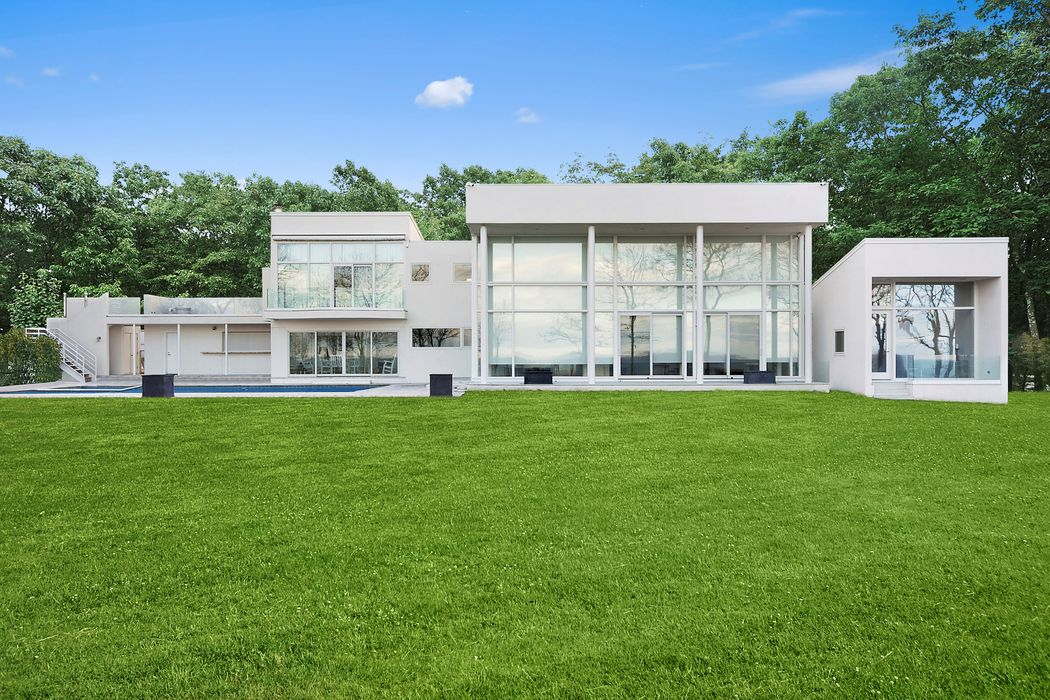 40 Hedges Banks Lane East Hampton, NY 11937