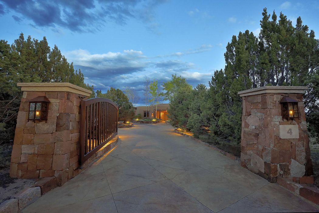 4 South Brisa Fresca Drive Santa Fe, NM 87506