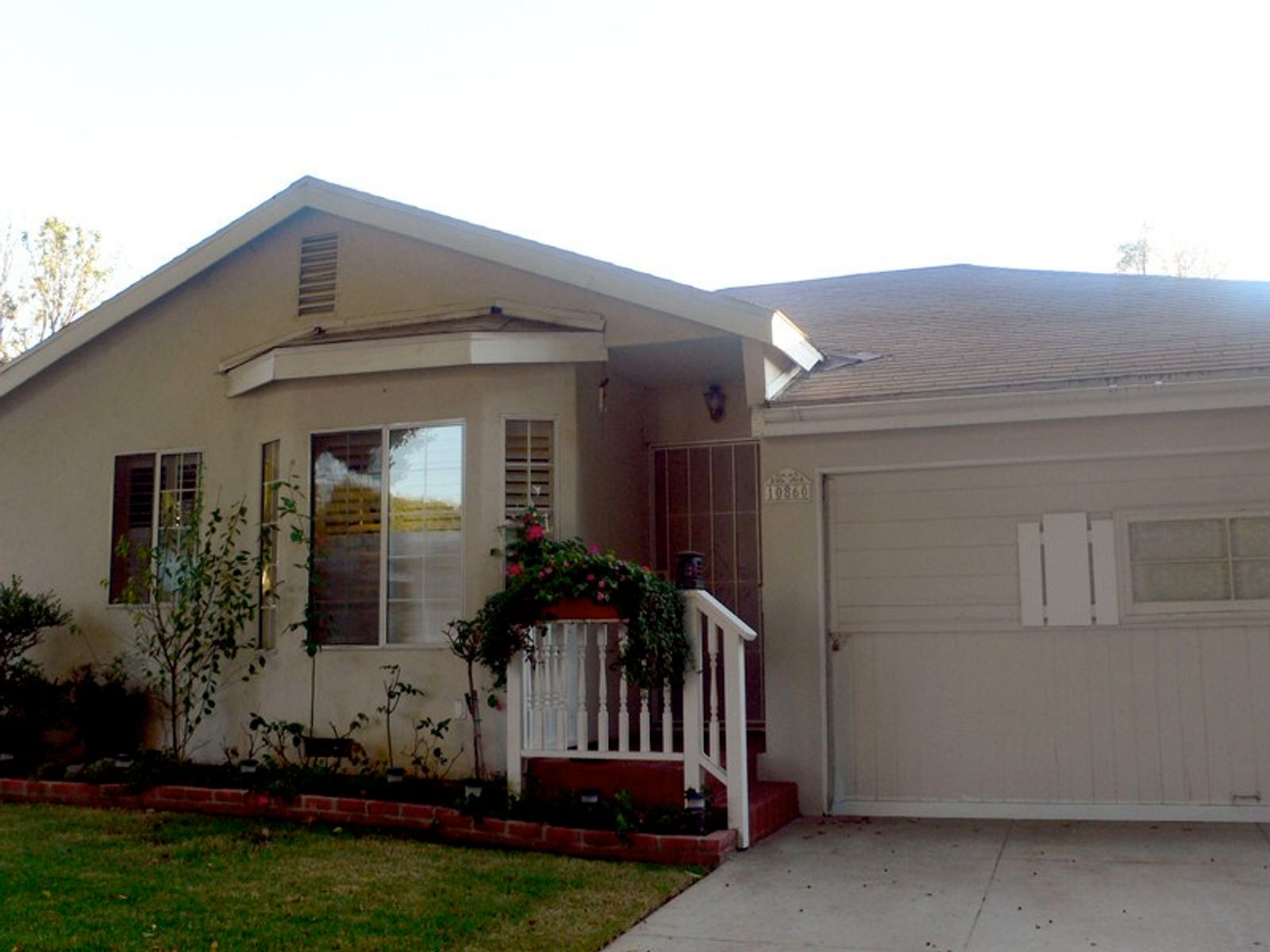 Inviting Home On Tree Lined Street, Culver City CA Single Family Home - Los Angeles Real Estate