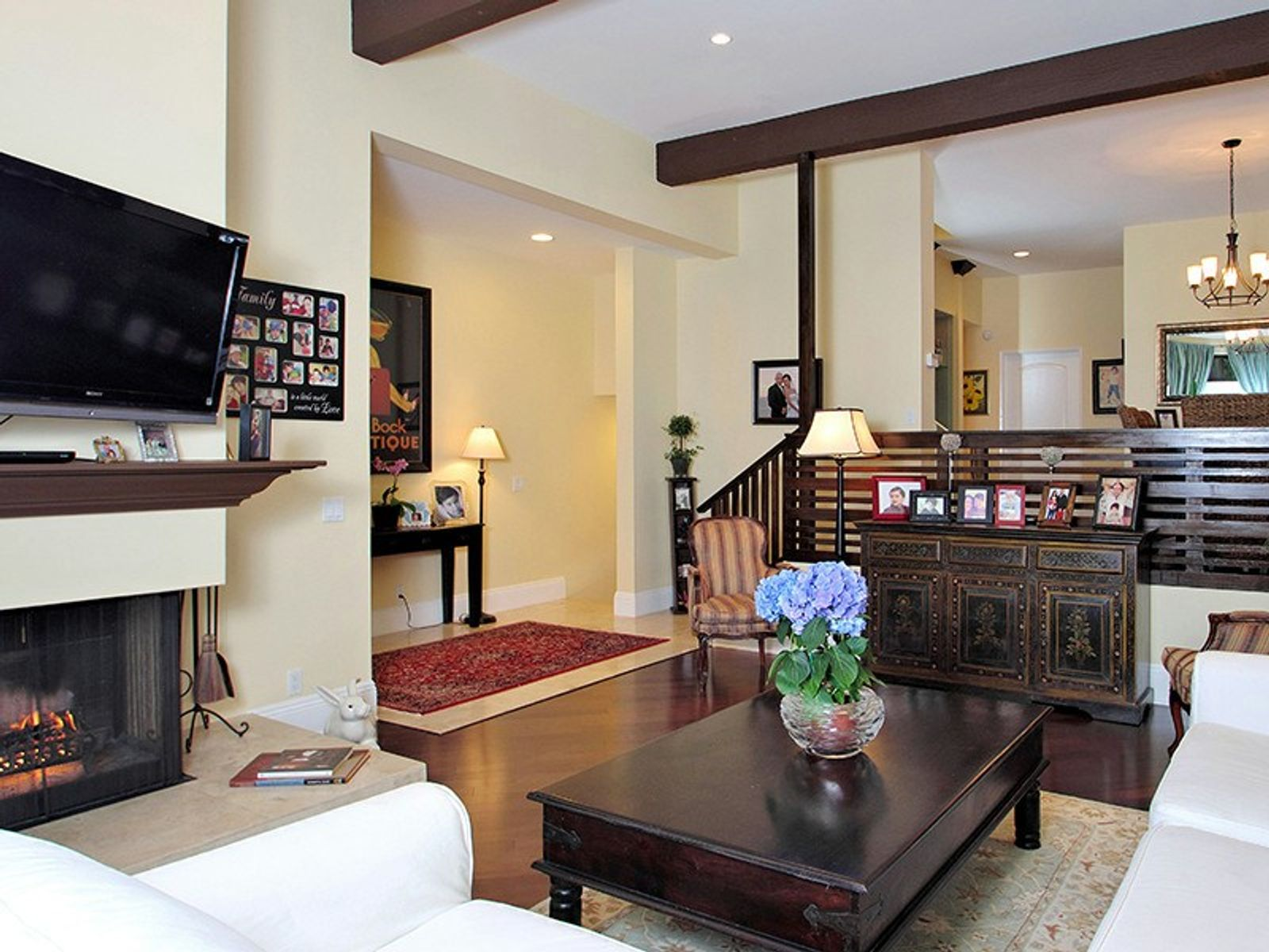 Emotional Spanish Townhome, Pacific Palisades CA Townhouse - Los Angeles Real Estate