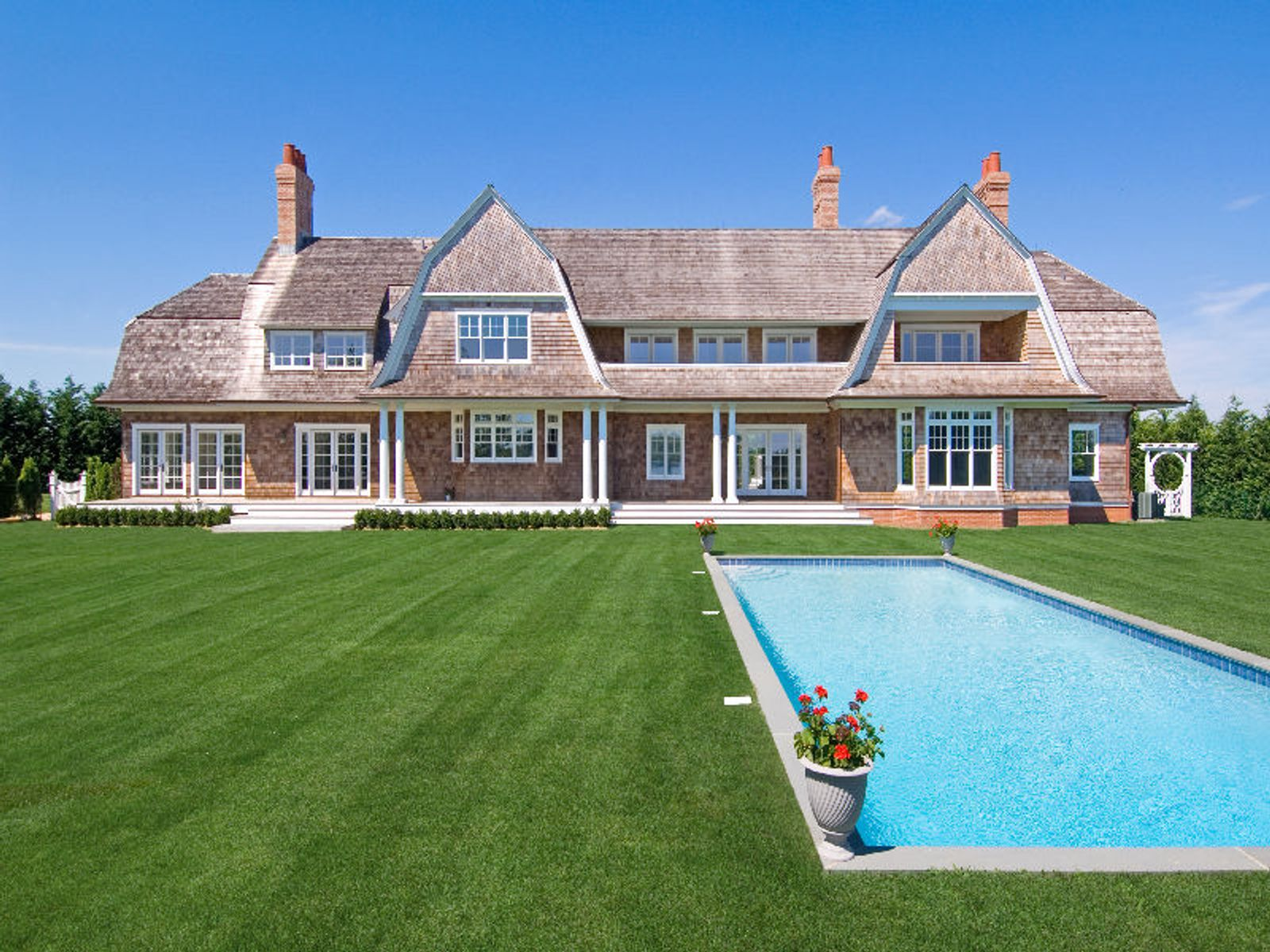 Exquisite gambrel mill pond water mill ny single family for Hamptons luxury real estate