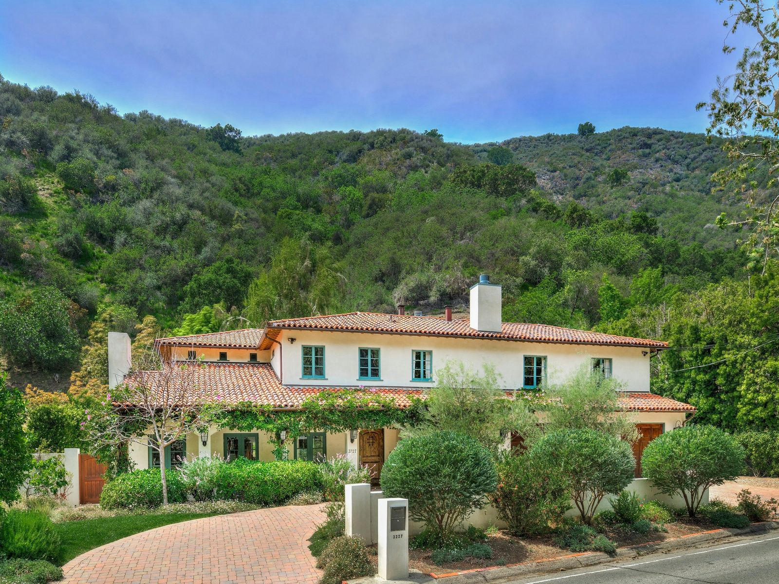 Beautifully Designed Spanish-style Home, Los Angeles CA Single Family Home - Los Angeles Real Estate