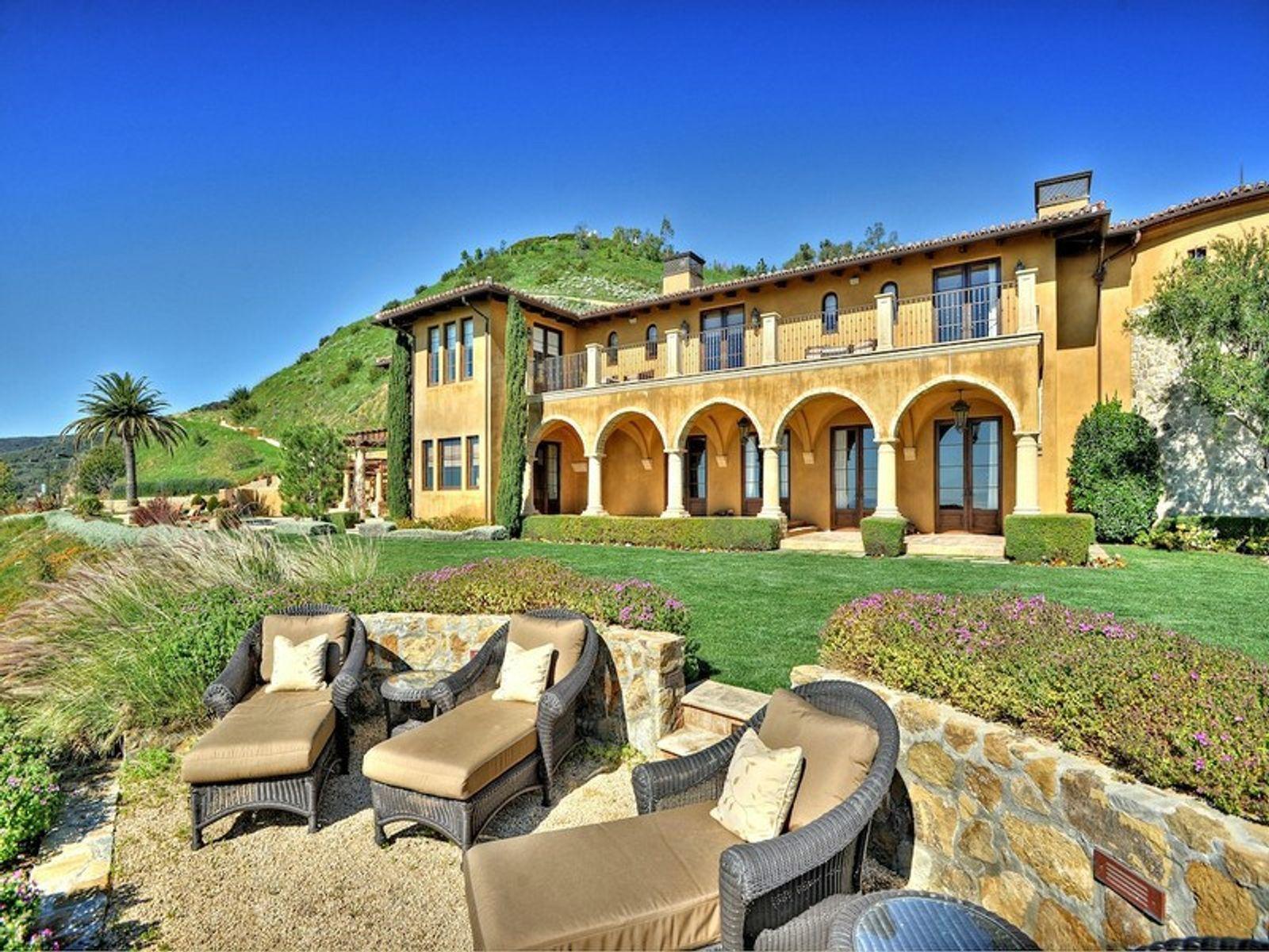 Contemporary Mediterranean Villa