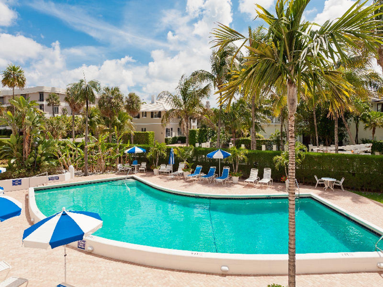 Sunny Pool Side Condo