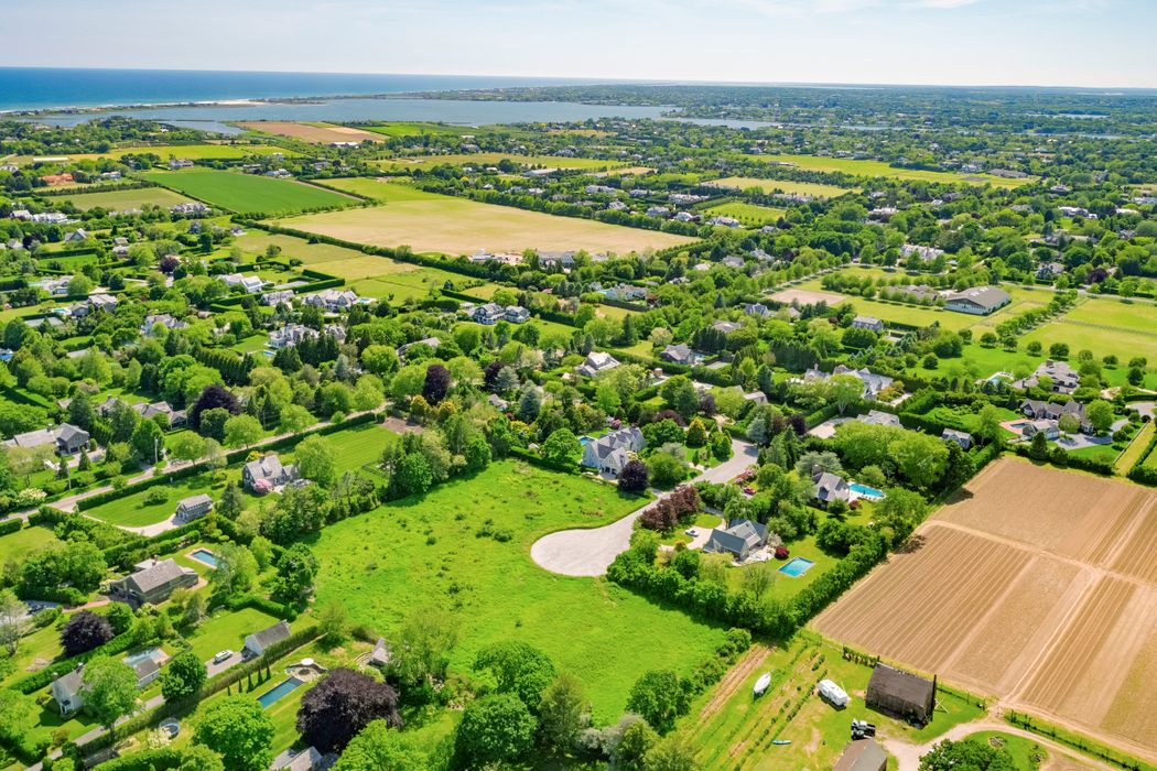 Rare Bridgehampton South Acre