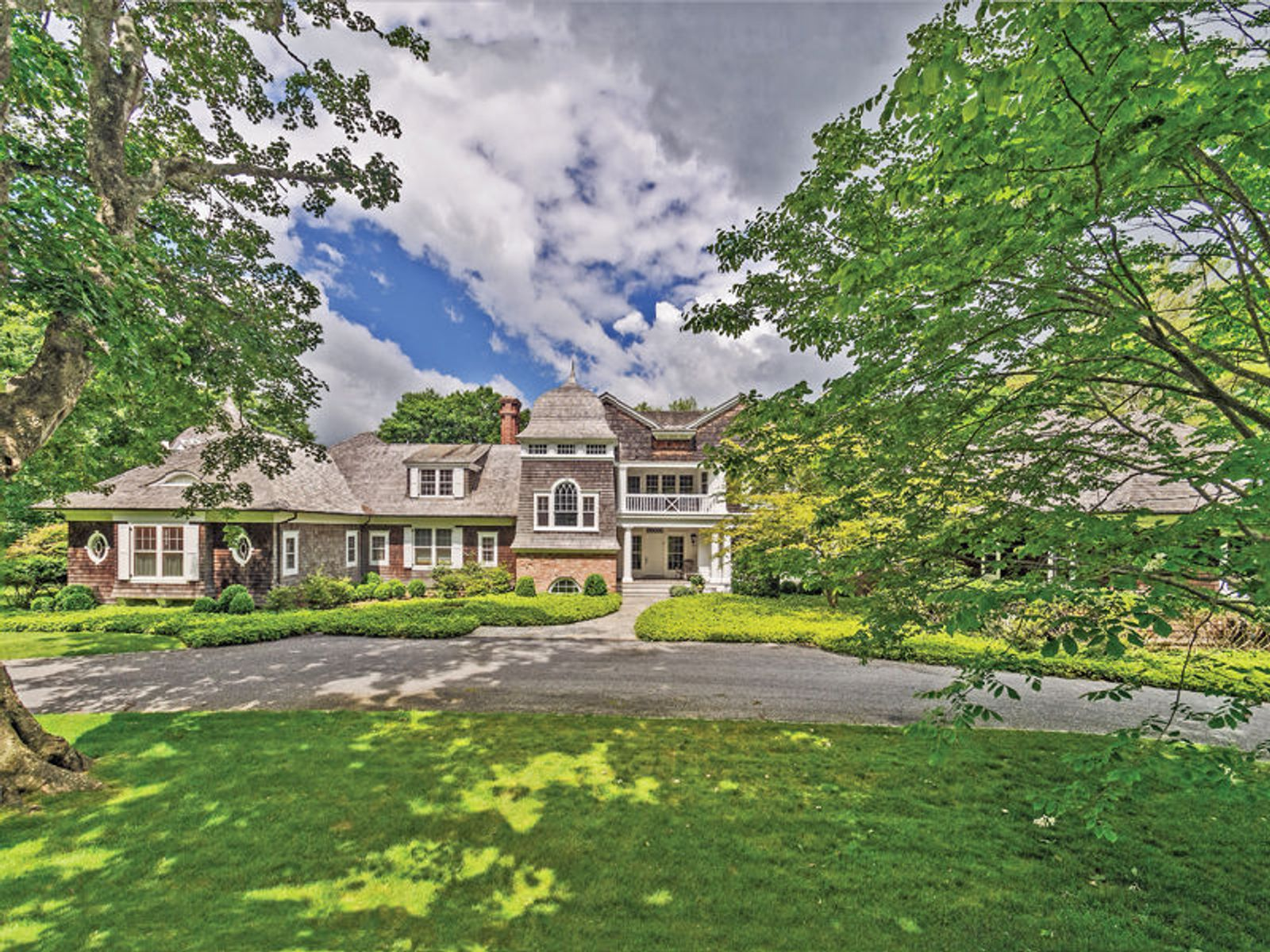 Over 3.5 Acre Georgica Estate