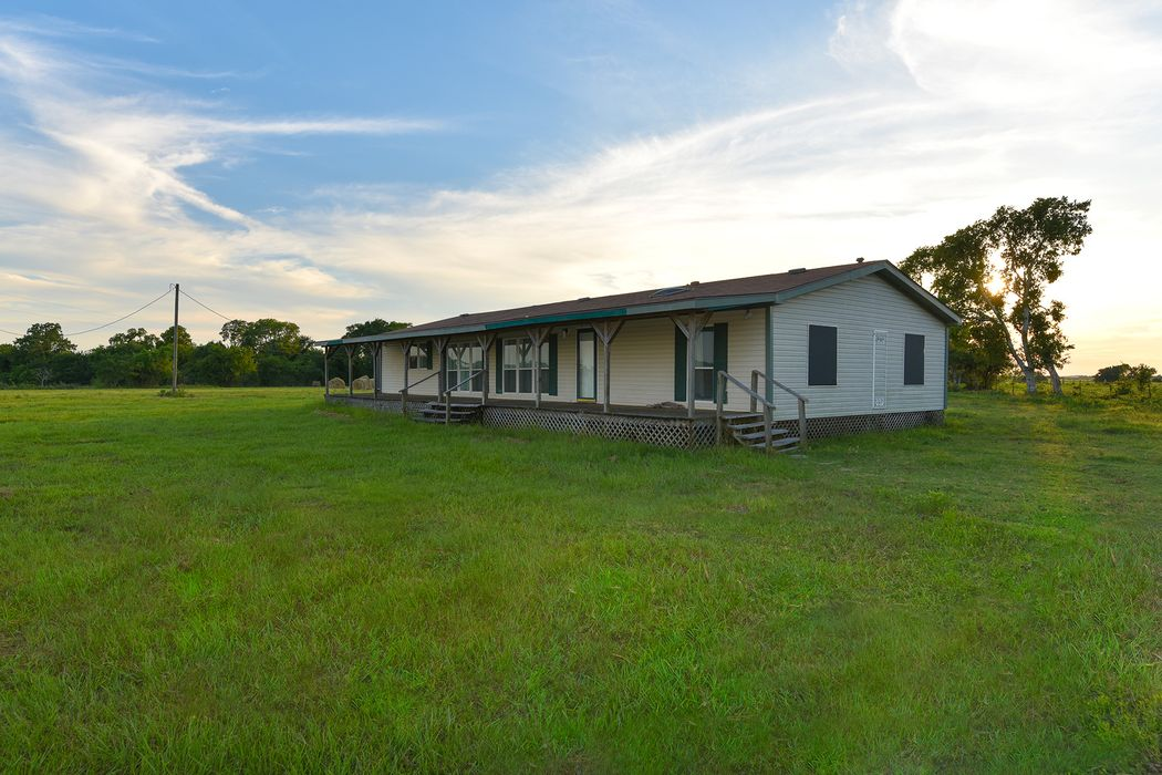 9026 County Road 309 Navasota, TX 77868