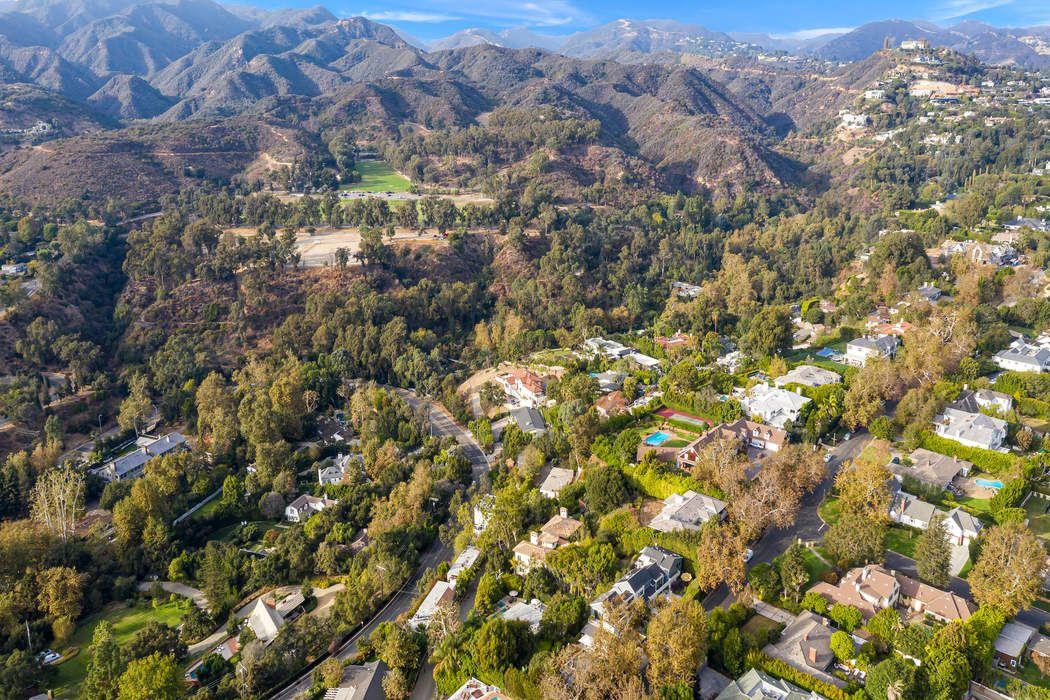 1090 Ravoli Drive Pacific Palisades, CA 90272