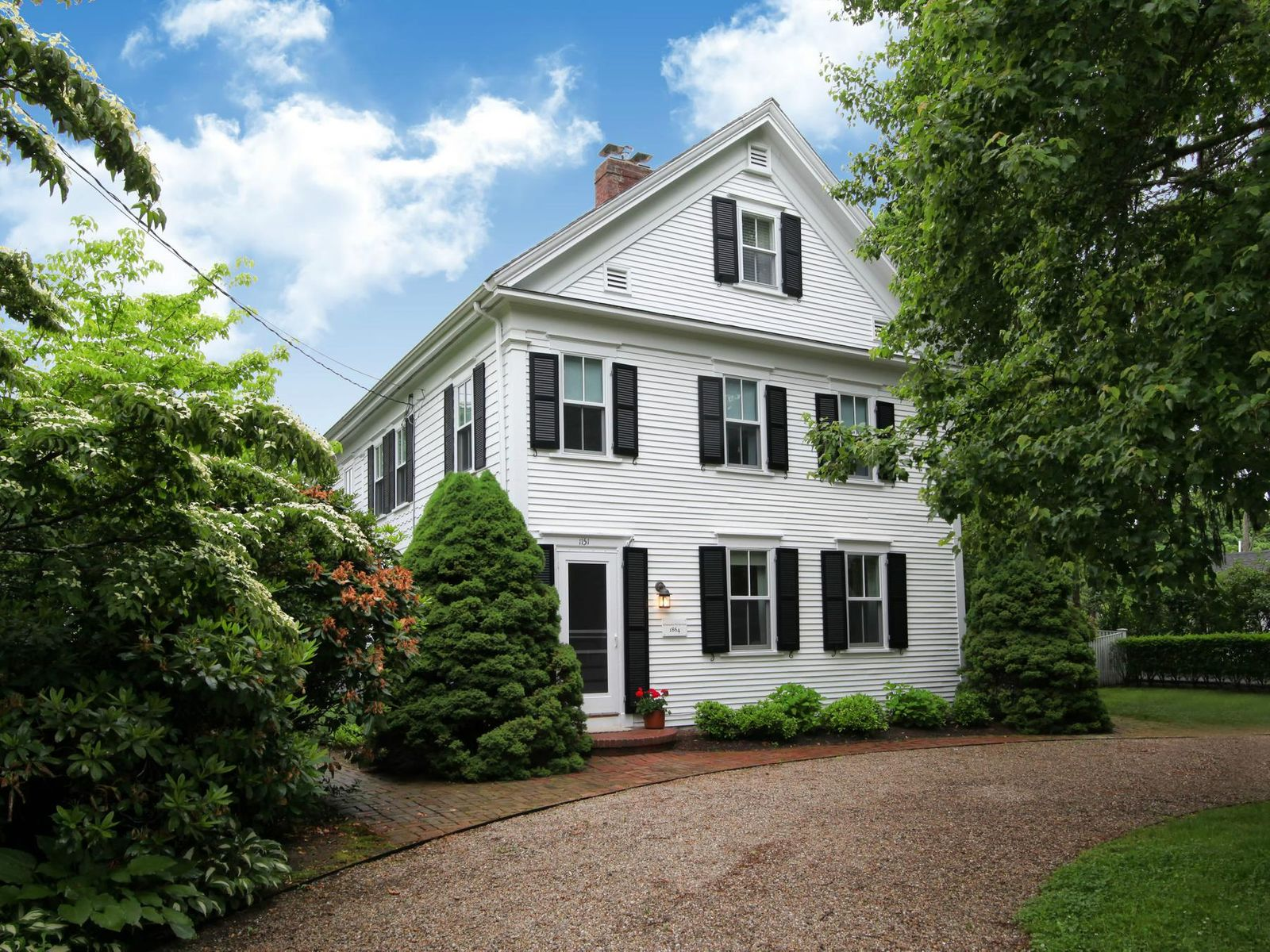 Charming Cotuit Village Antique Colonial, Cotuit MA Single Family Home - Cape Cod Real Estate