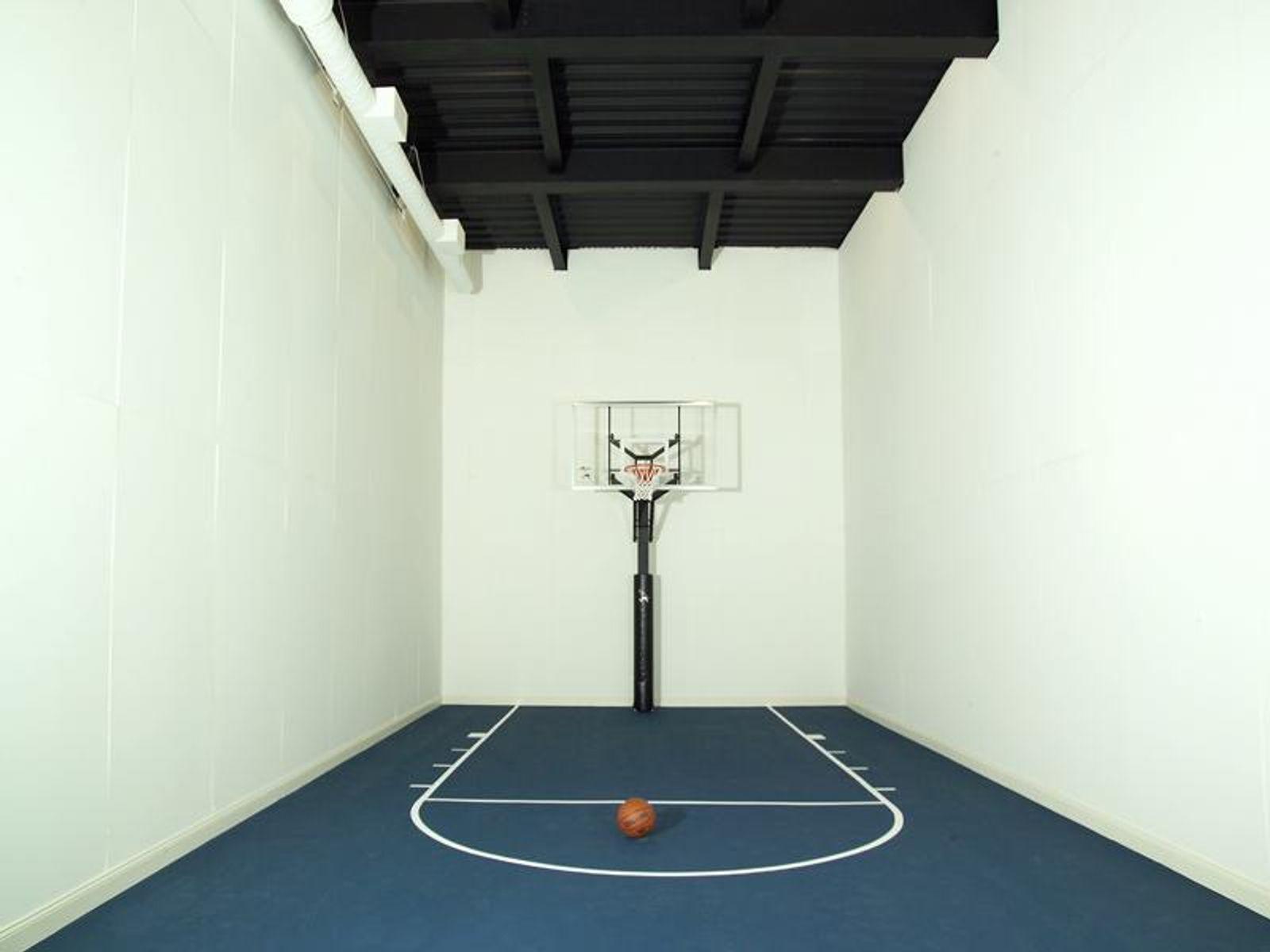 Squash/Basketball Court