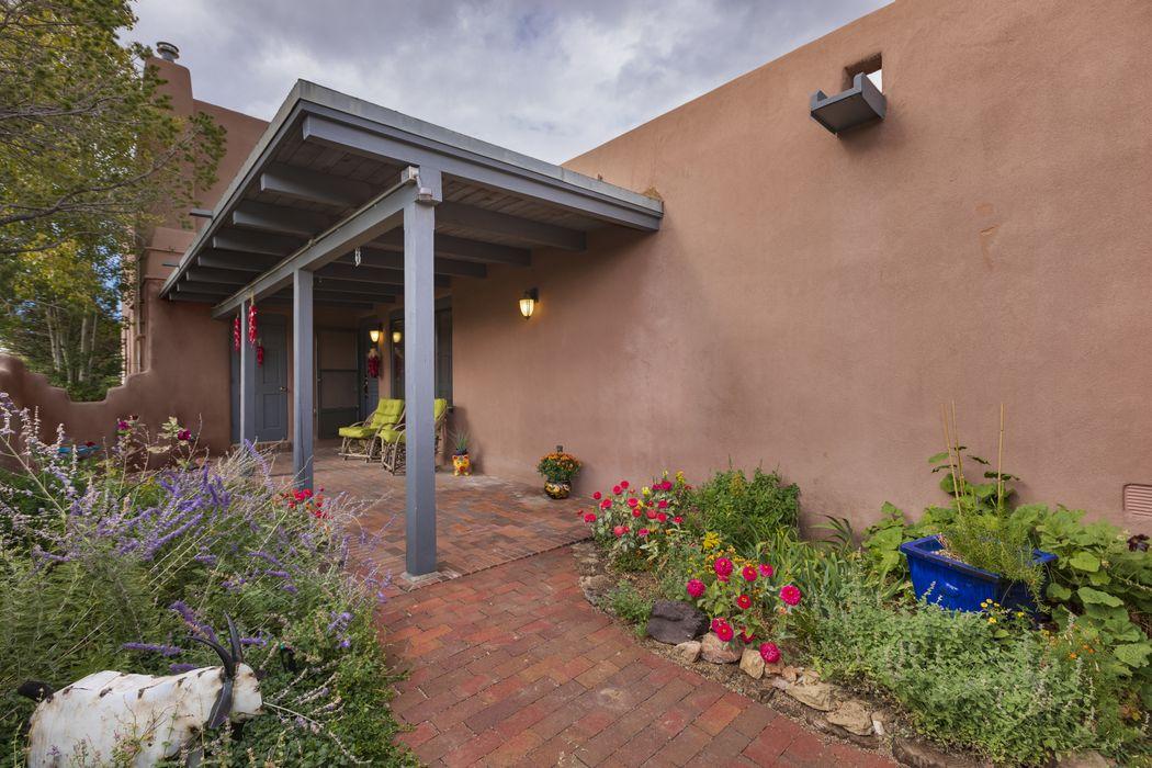 147 Gonzales Rd Santa Fe, NM 87501