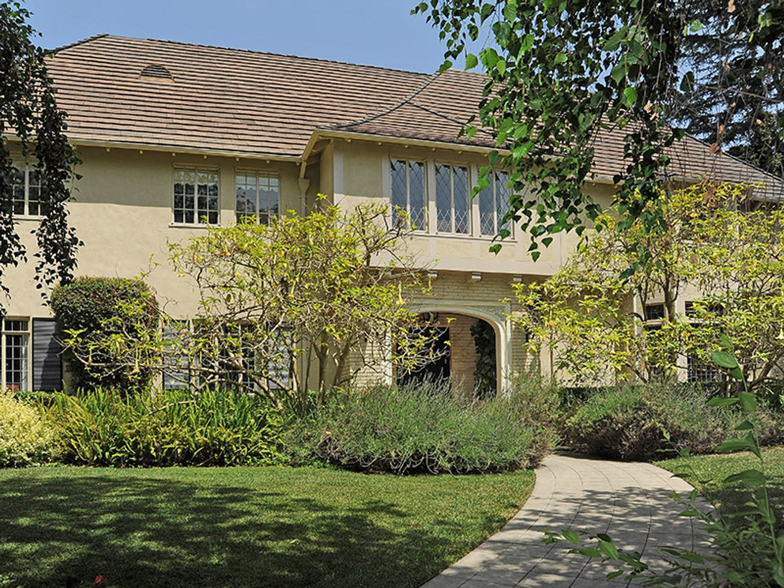 Two Story English Period Revival, Los Angeles CA Single Family Home - Los Angeles Real Estate
