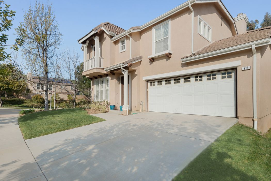 216 Canyon Breeze Court Simi Valley, CA 93065